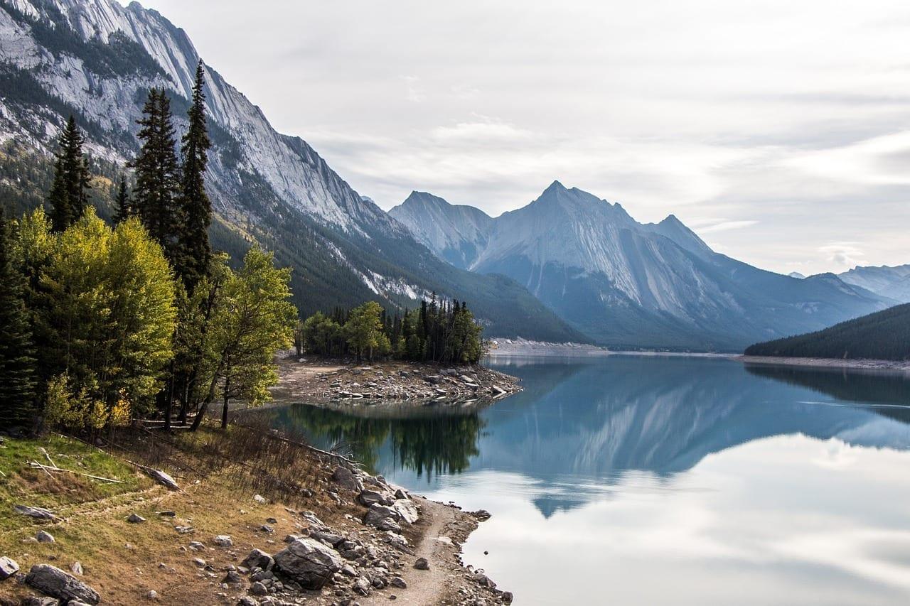 Lago De La Medicina Jasper Alberta Canadá