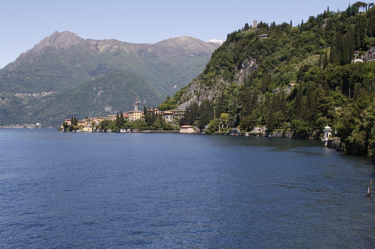 Lago Montañas Varenna Italia