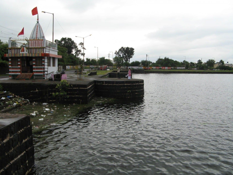 Lago Sonegaon y Templo Nagpur India