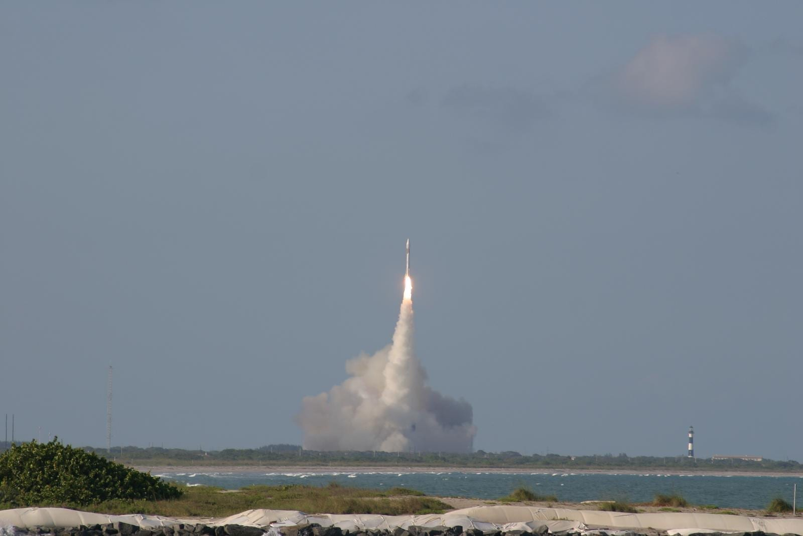 Lanzamiento del cohete Atlas al espacio desde Cabo Cañaveral (mayo de 2004) Cabo Cañaveral Estados Unidos