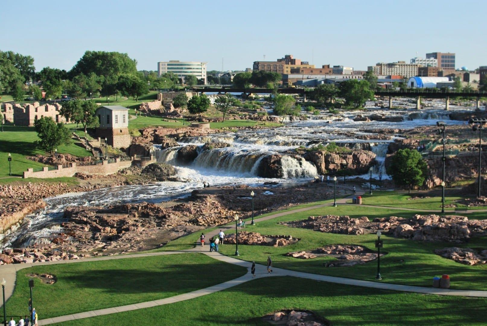 Las cataratas en Falls Park Sioux Falls (Dakota del Sur) Estados Unidos