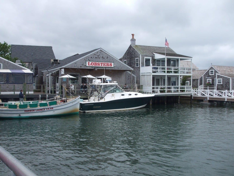 Las chozas del muelle en el puerto de Nantucket Nantucket MA Estados Unidos