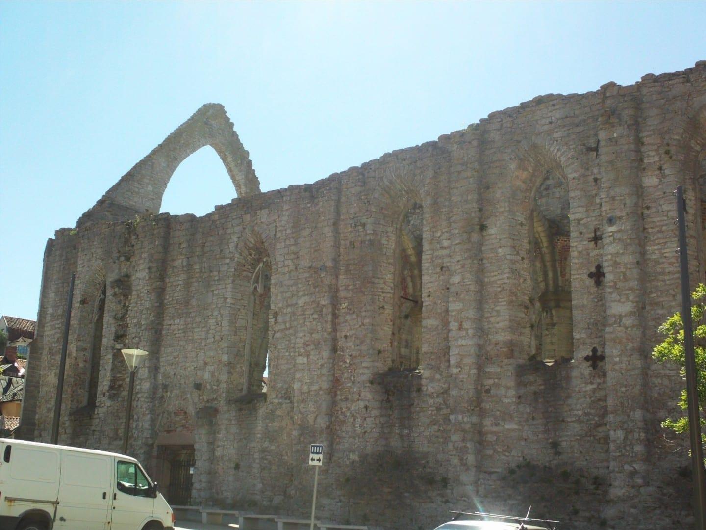 Las ruinas de St. Katarina junto a Stora Torget Visby Suecia