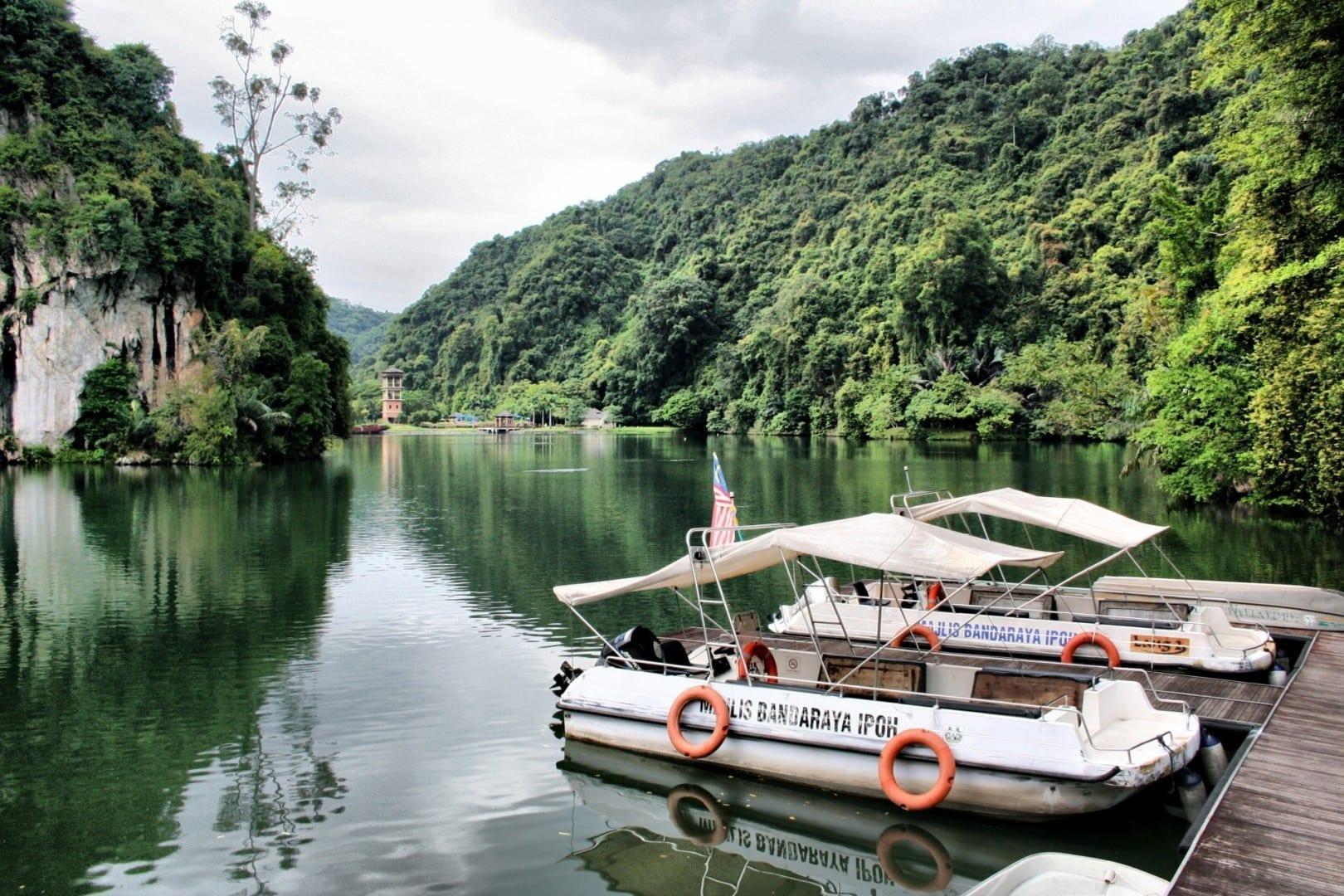 Los barcos que cruzan el lago desde Gunung Lang... Ipoh Malasia