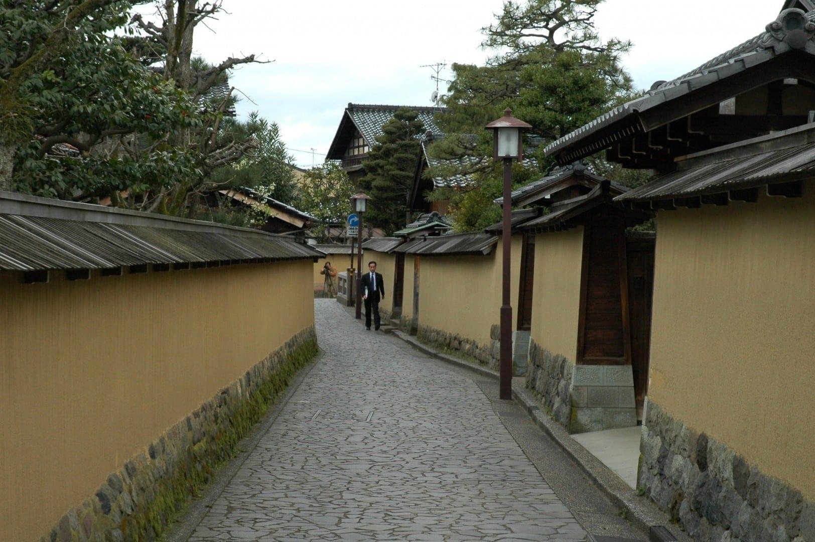 Los callejones del distrito samurái de Nagamachi Kanazawa Japón