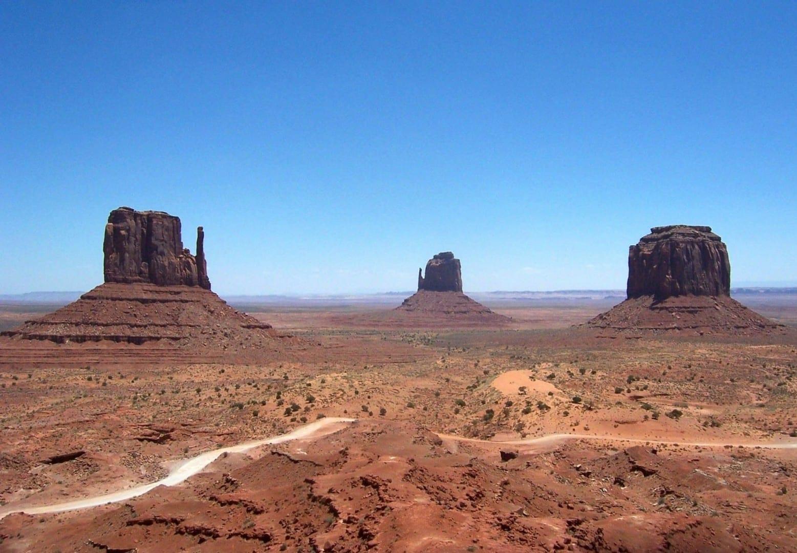 Los dos guantes en Monument Valley están a la izquierda en esta fotografía... Monument Valley Parque Nacional UT Estados Unidos