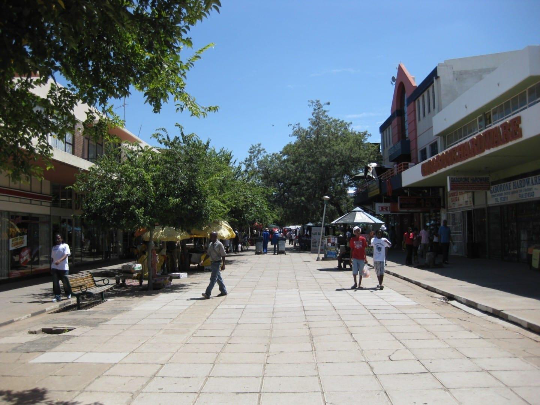 Main Mall, una calle peatonal en el centro de Gaborone Gaborone Botswana
