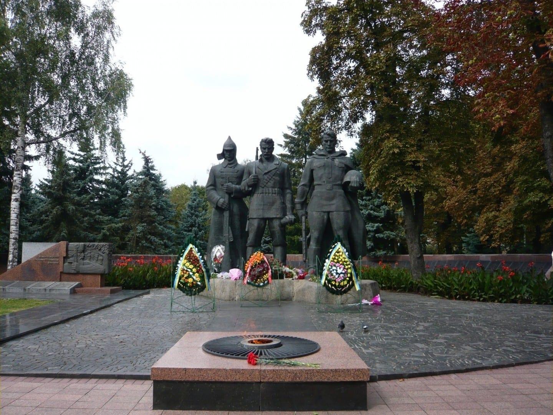 Memorial de la Gloria y el fuego eterno en el Parque Kozitsky Vinnytsia Ucrania