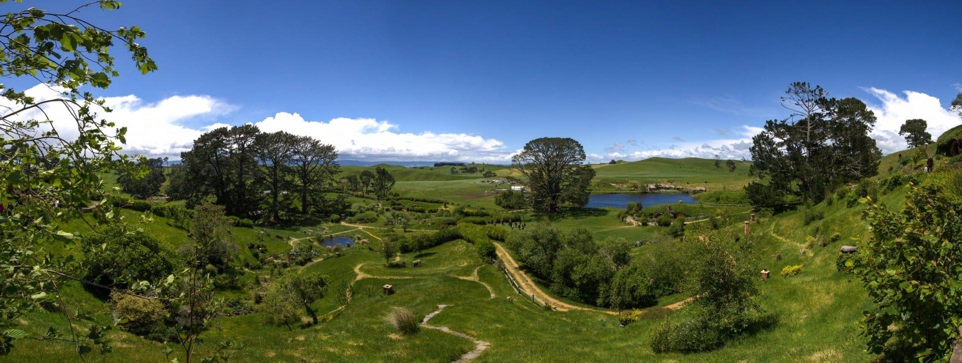 Mirando a Hobbiton, Matamata Tauranga Nueva Zelanda