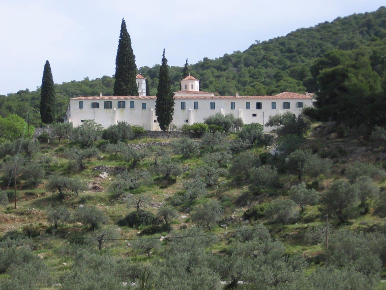 Monasterio Sagrado de Zoodochos Pigi Poros Grecia