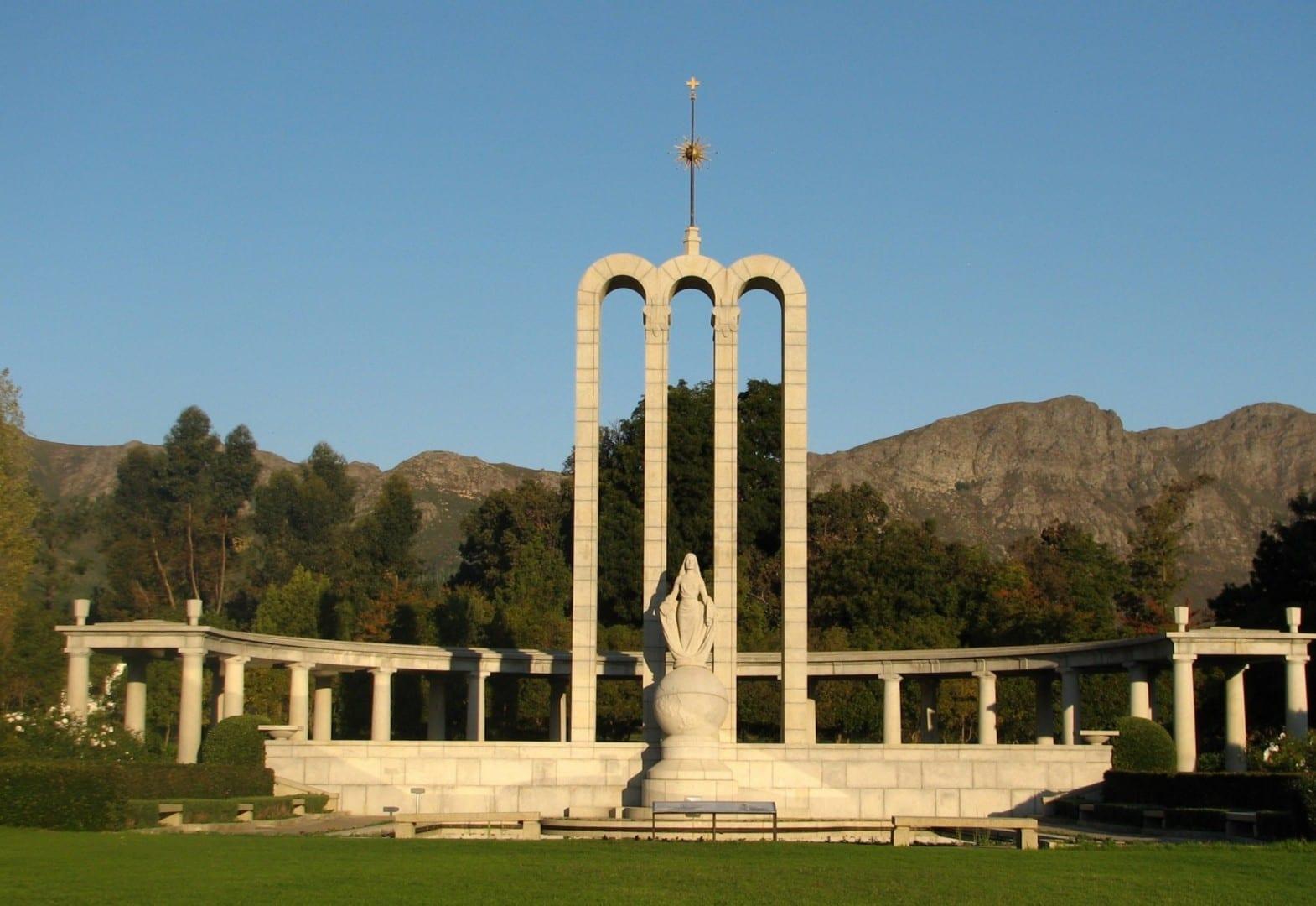 Monumento a los Hugonotes. Franschoek República de Sudáfrica