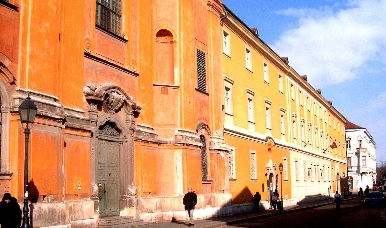 Museo del Rey San Esteban, calle principal Szekesfehervar Hungría