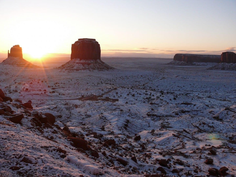Nieve en el Valle de los Monumentos Monument Valley Parque Nacional UT Estados Unidos
