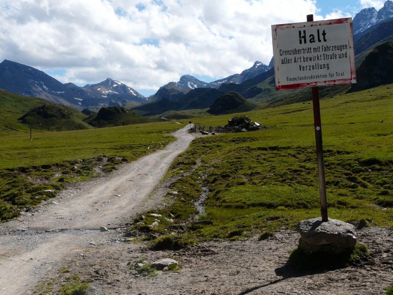 ¡No cruces la frontera entre Austria y Suiza con vehículos! Ischgl Austria