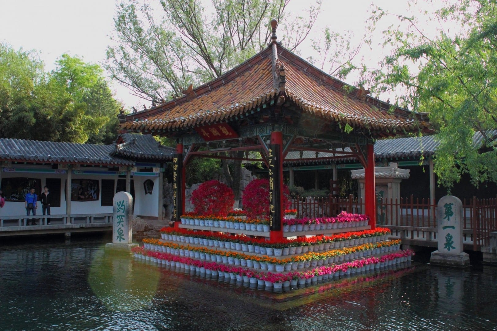 Pabellón principal en el Parque de la Primavera de Baotu. Jinan China
