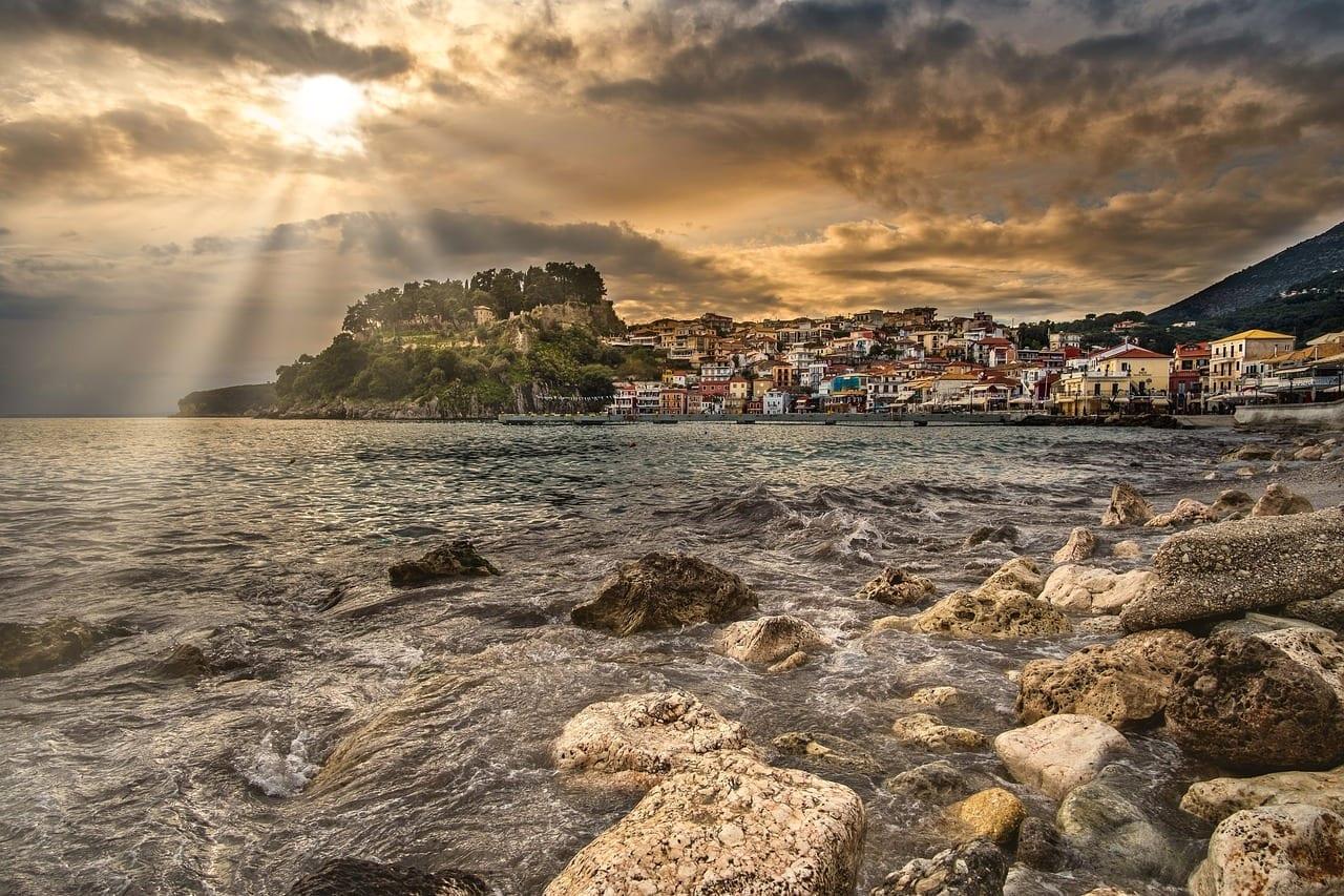 Parga Pueblo De Pescadores La Puesta Del Sol Grecia
