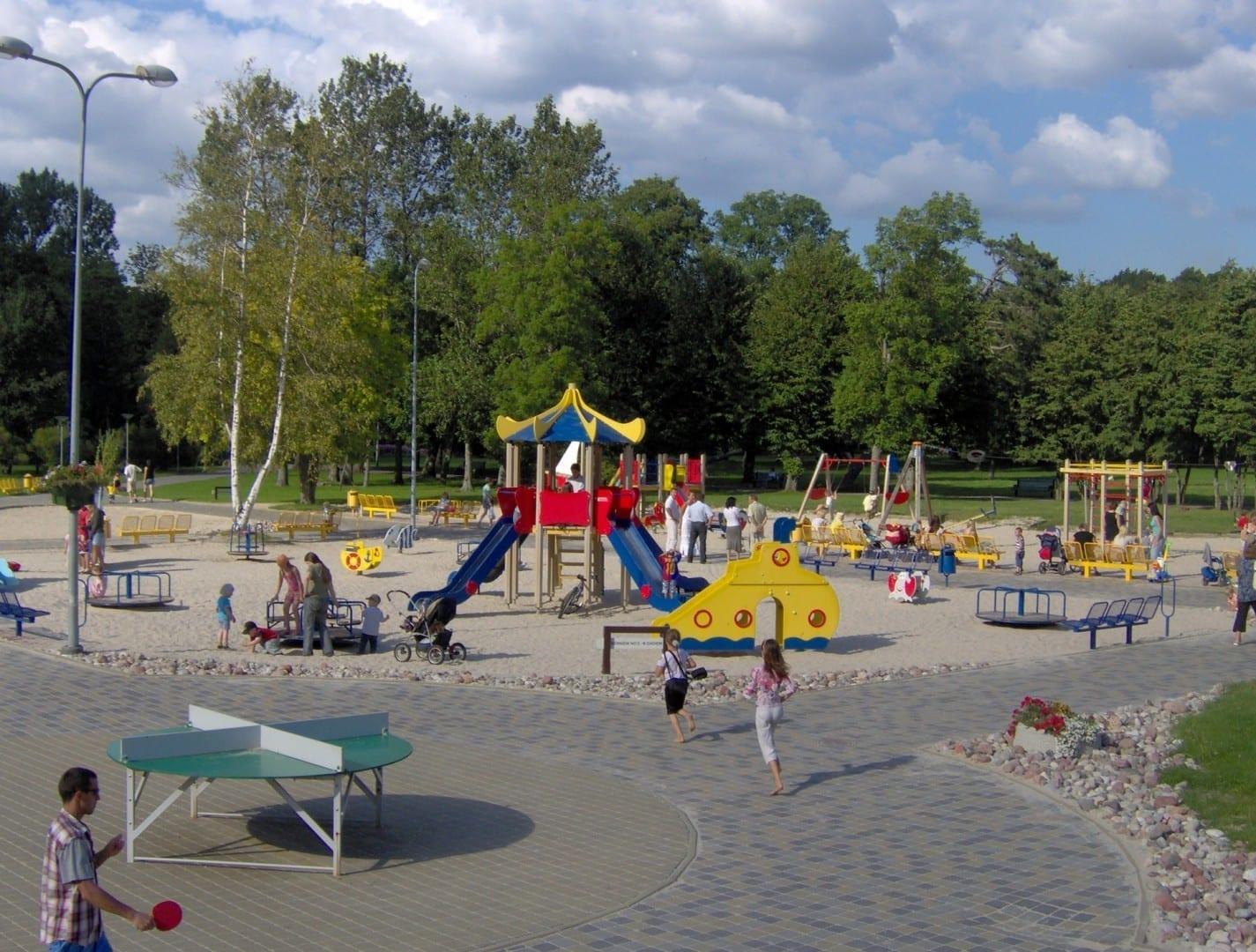 Parque de juegos en Seaside Park Liepaja Letonia