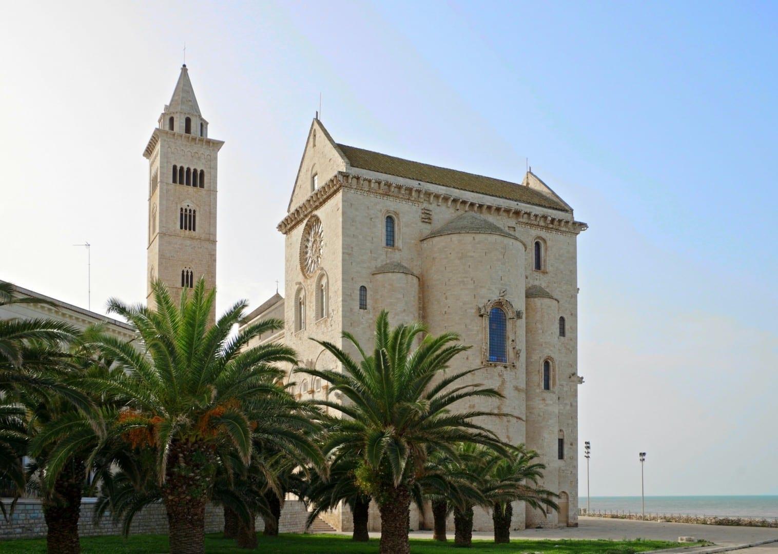 Pasillo de la catedral Trani Italia