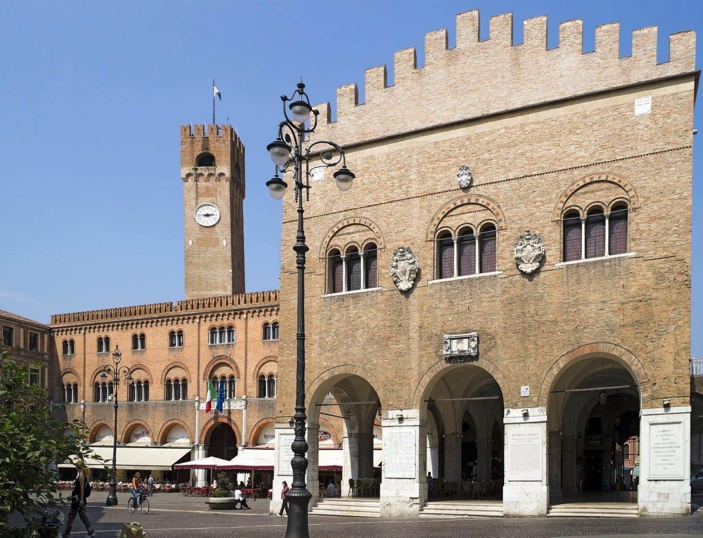 Piazza dei Signori y Palazzo dei Trecento Treviso Italia