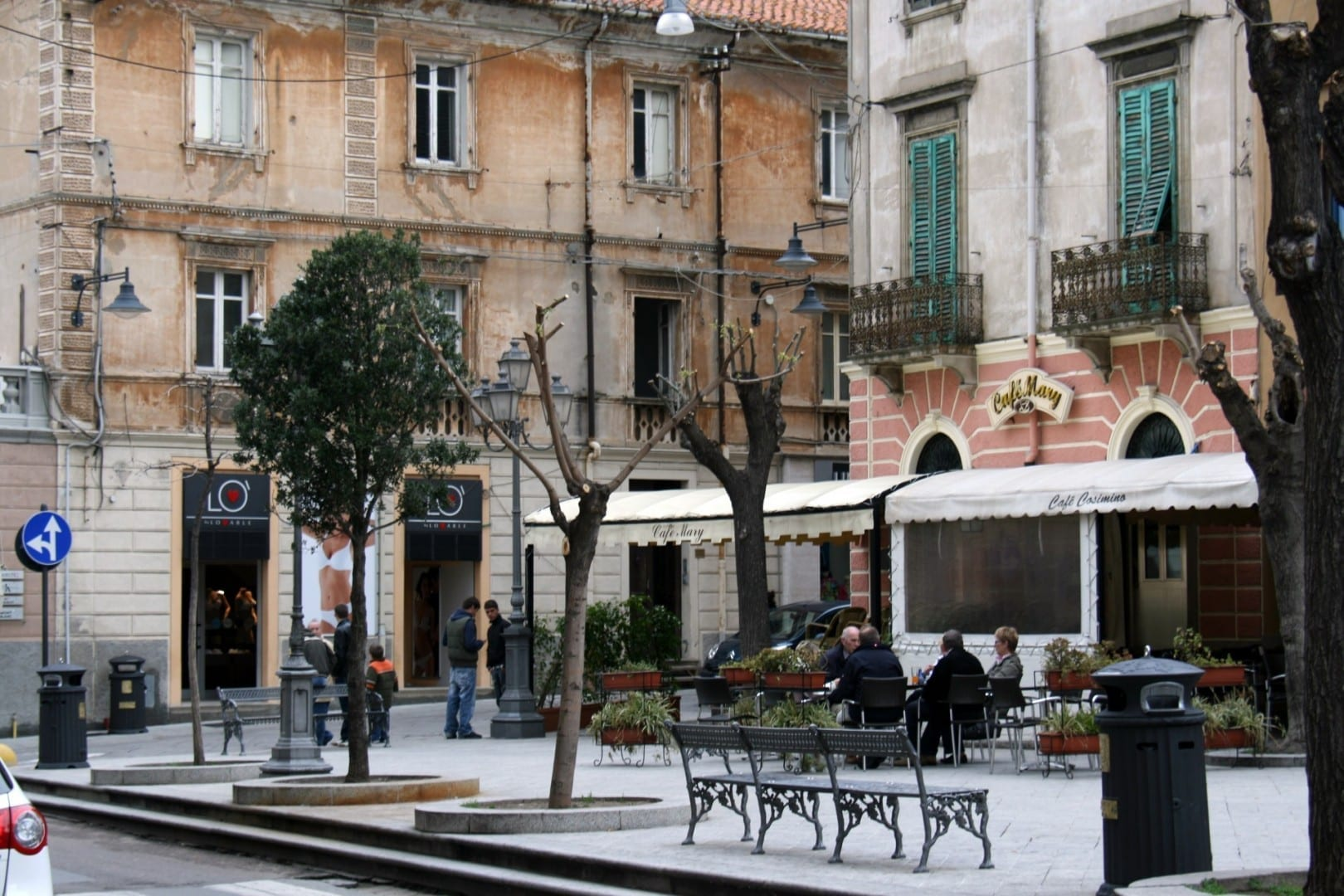 Piazza Regina Margherita junto al Corso Umberto I Olbia Italia