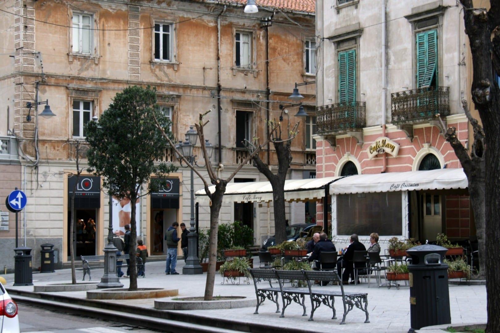 Piazza Regina Margherita junto al Corso Umberto I Olbia Tempio Italia