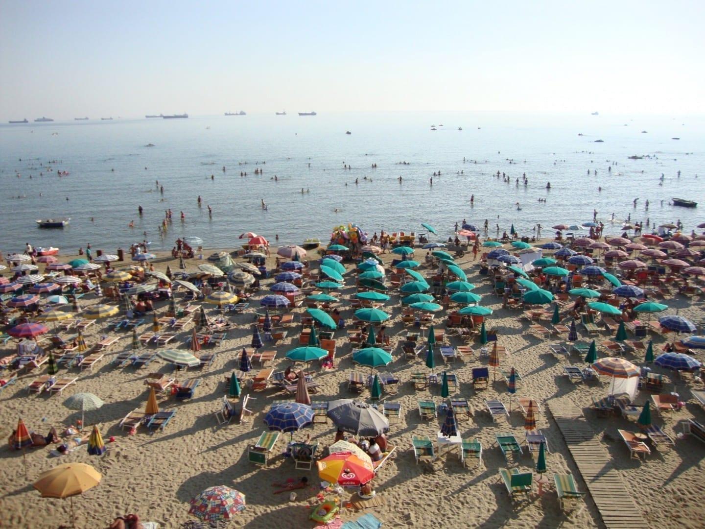 Playa de la ciudad Durres Albania