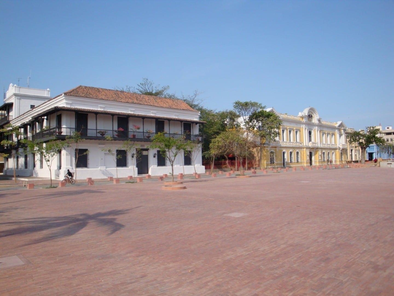 Plaza de Bolívar: Banco de la República and Café Juan Valdez Santa Marta Colombia