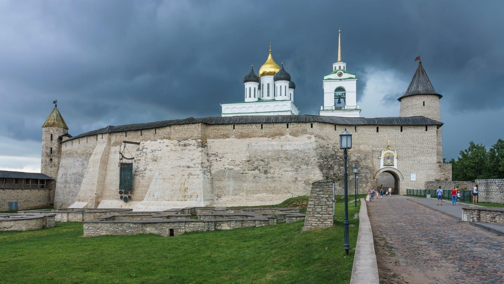 Pskov Krom de cerca Pskov Rusia