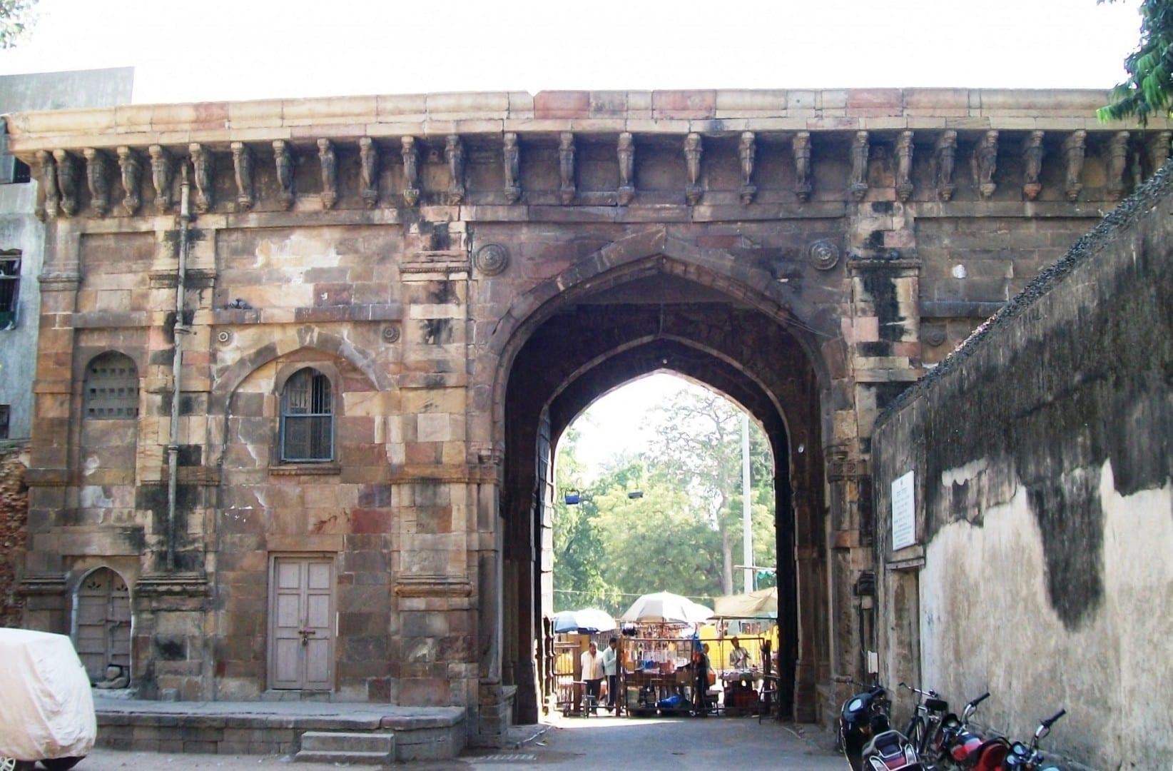 Puerta del Fuerte Bhadra (vista interior) Ahmedabad India
