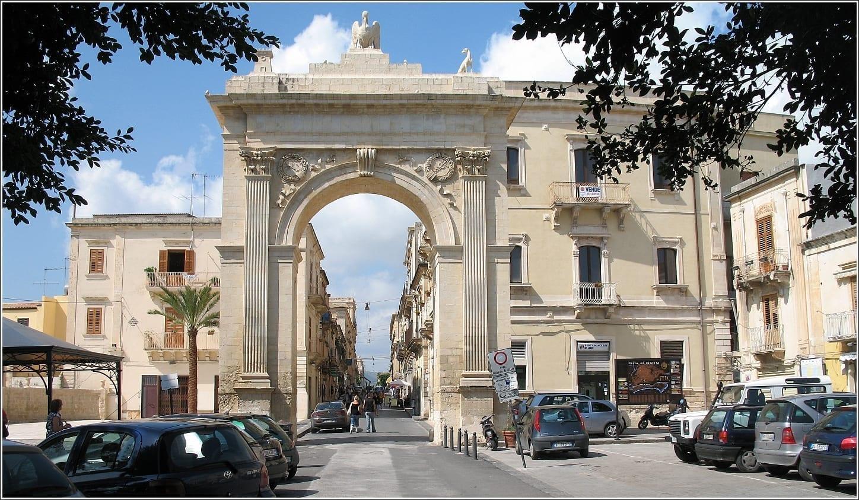 Puerta trasera Noto Italia