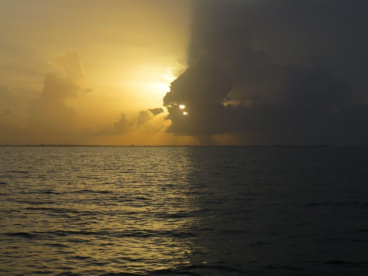 Puesta De Sol Islas Caimán Océano Islas Caimán