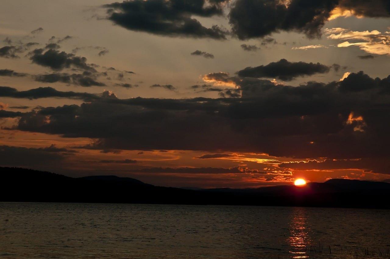 Puesta De Sol Lago Beaumont Parque Provincial Estados Unidos