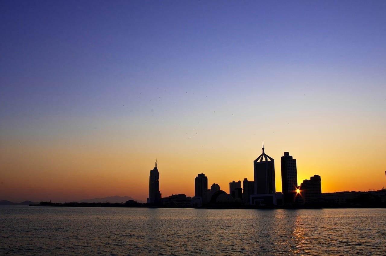 Qingdao Al Atardecer Ciudad China