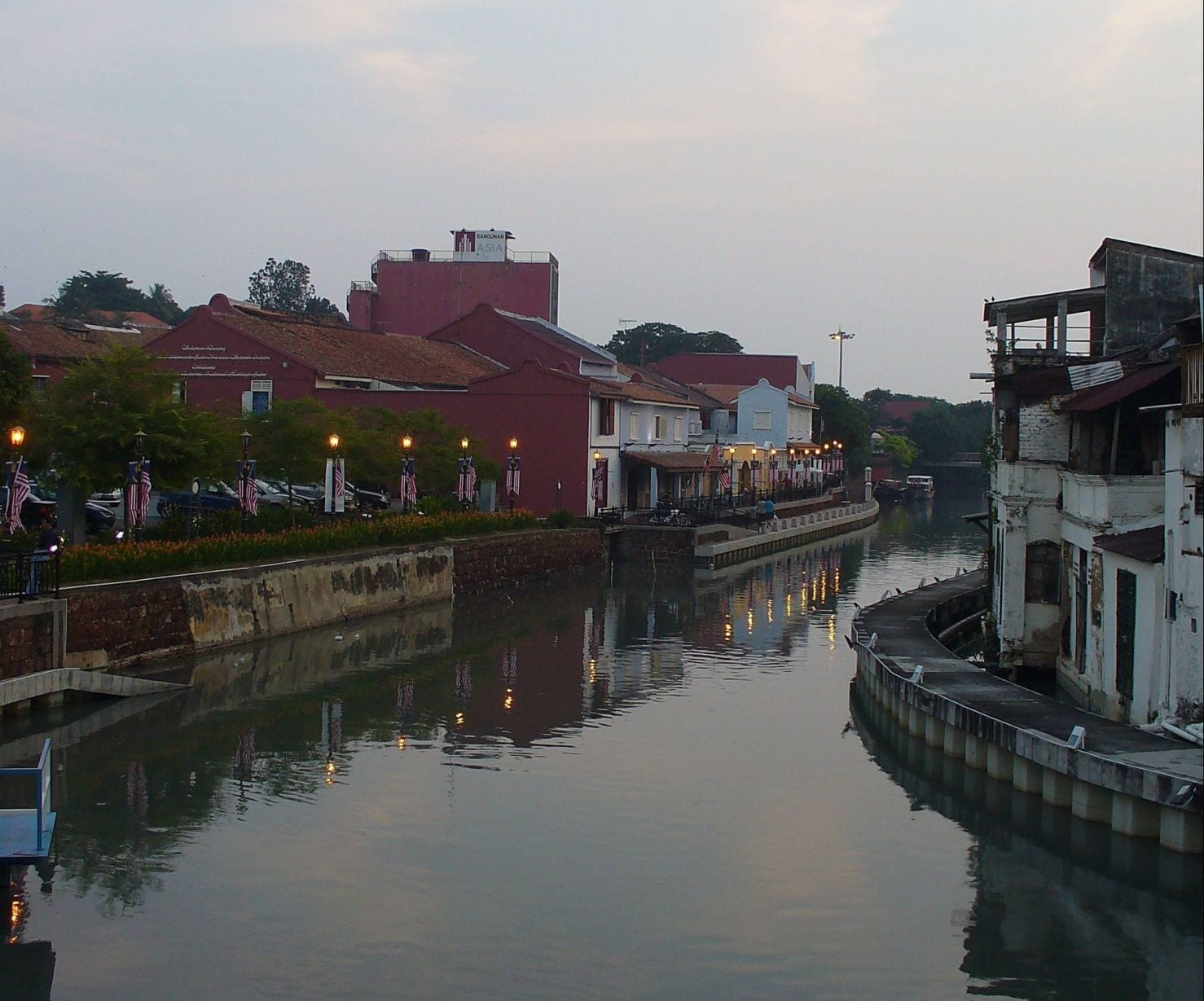 Río Malaca al atardecer Malacca Malasia