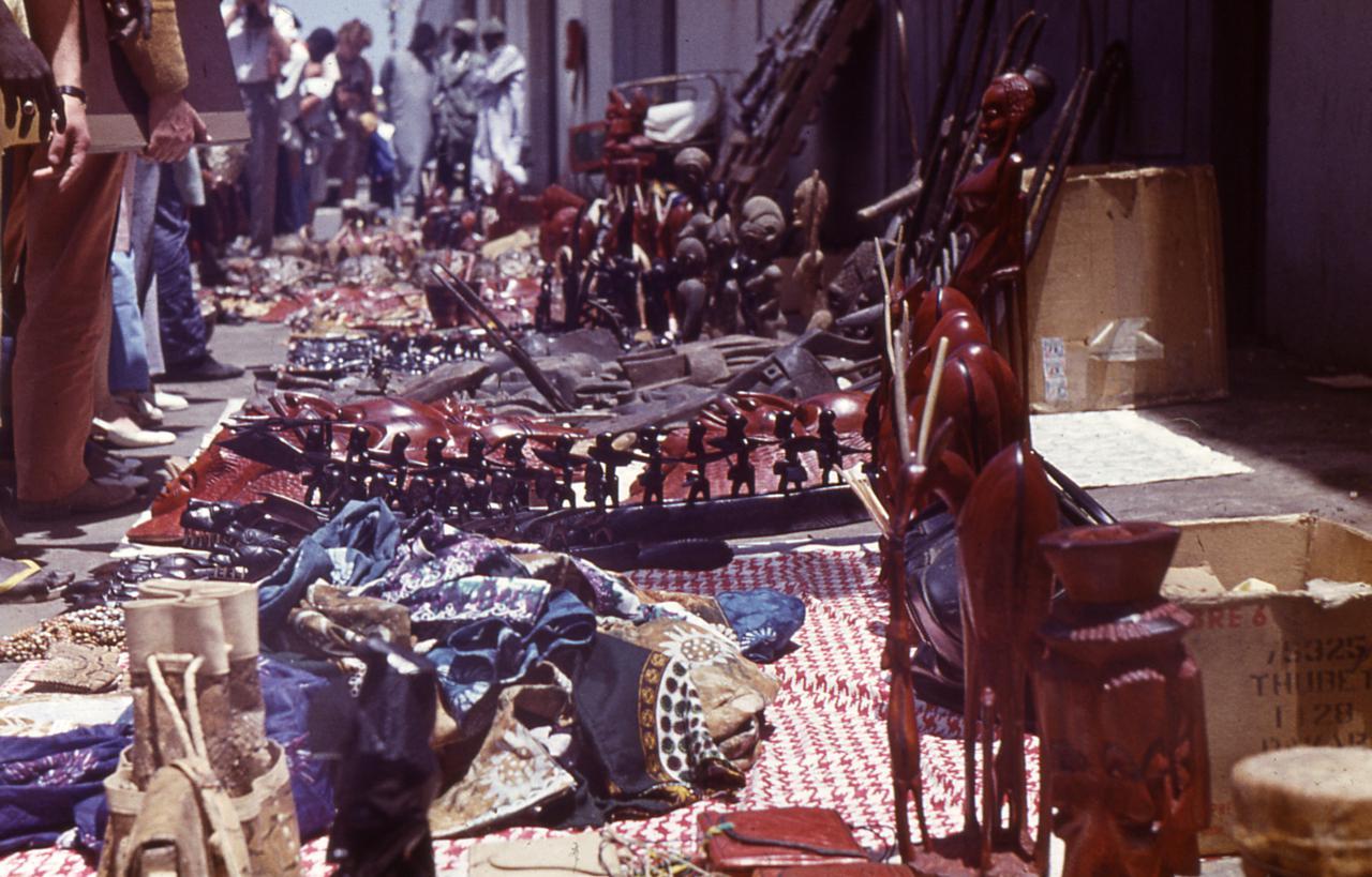 Recuerdos en un mercado callejero. Dakar Senegal