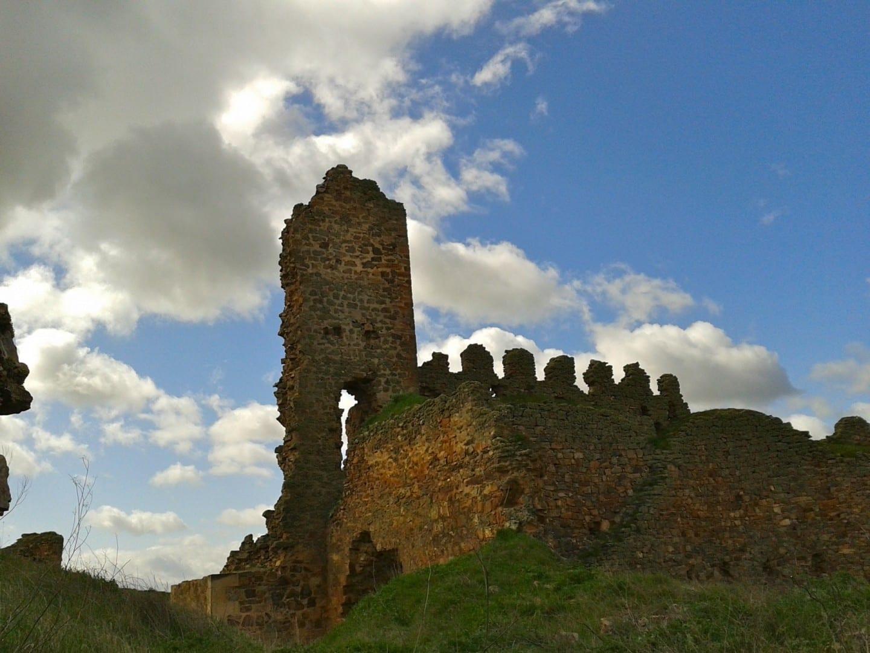 Restos del Castillo de Castrotorafe Zamora España