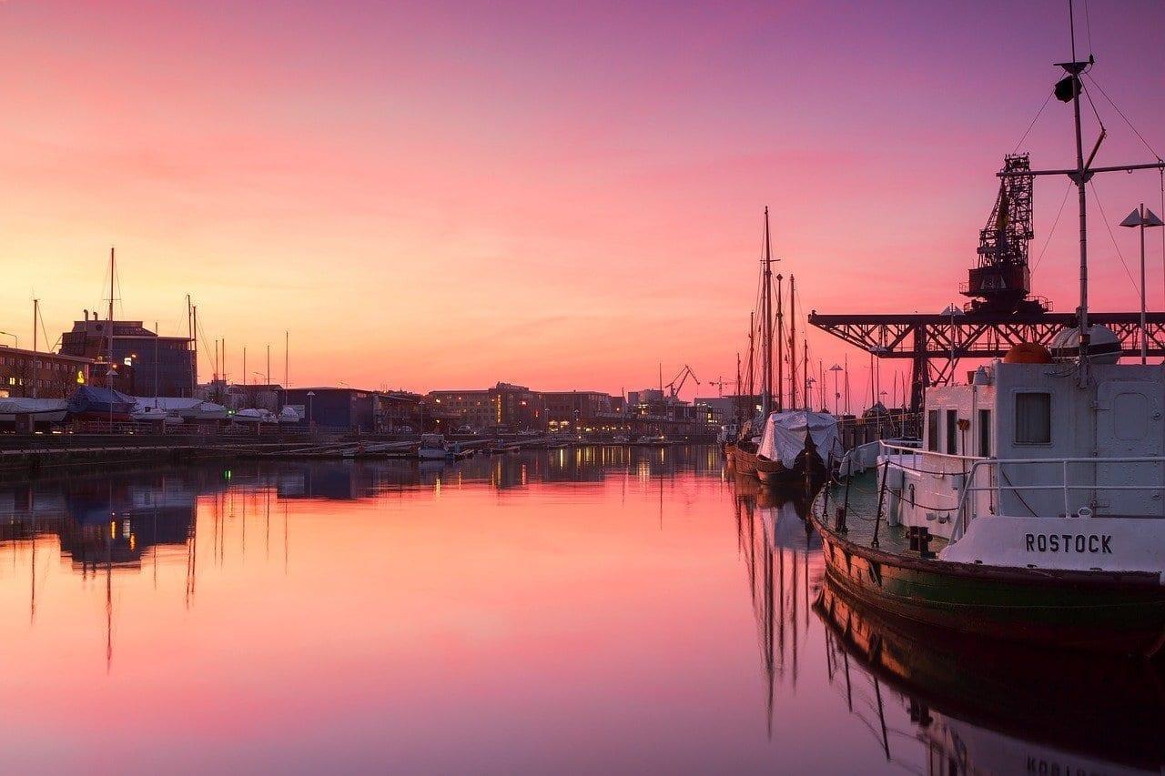 Rostock Puerto De La Ciudad Puesta Del Sol Alemania