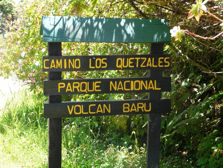 Señal de entrada al Parque Nacional del Volcán Barú Boquete Panamá