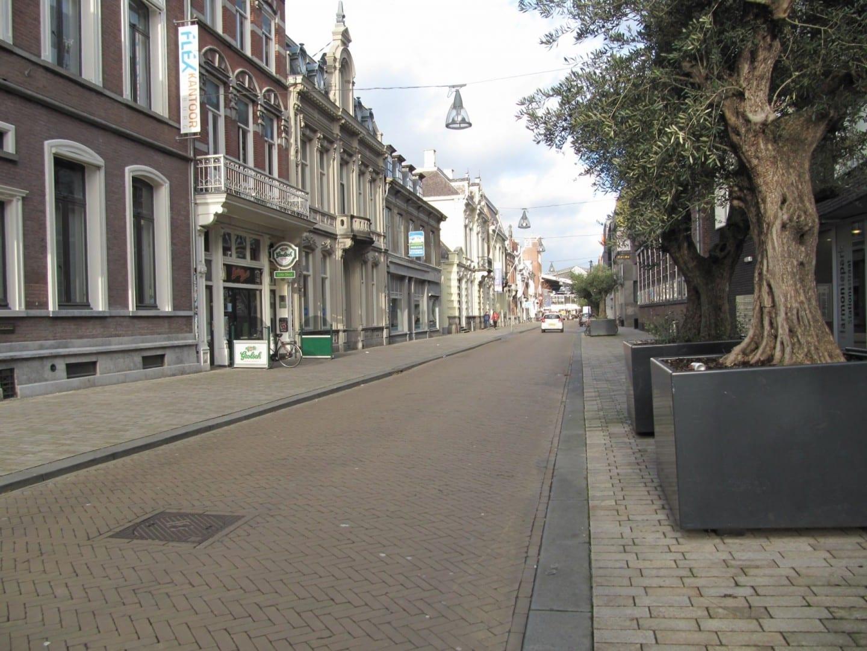 Stationstraat, una de las típicas calles históricas holandesas en Tilburg Tilburg Países Bajos