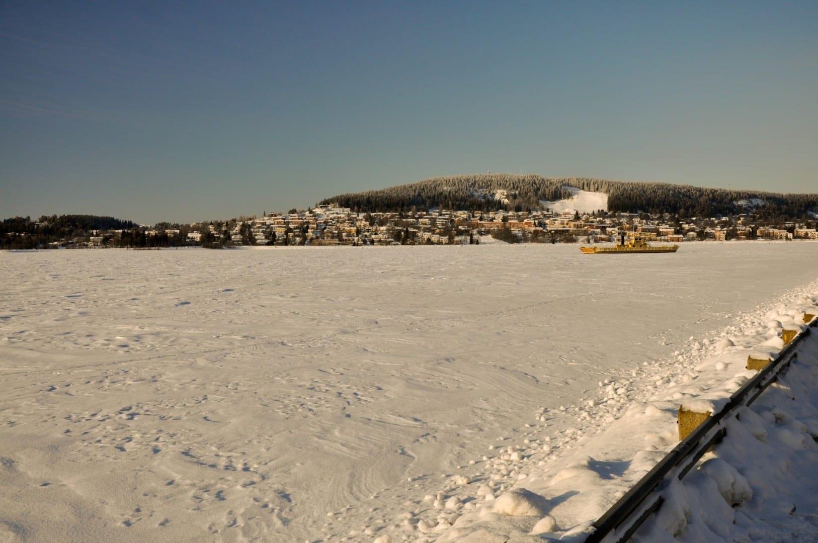 Östersund durante el invierno, vista sobre Frösön Östersund Suecia
