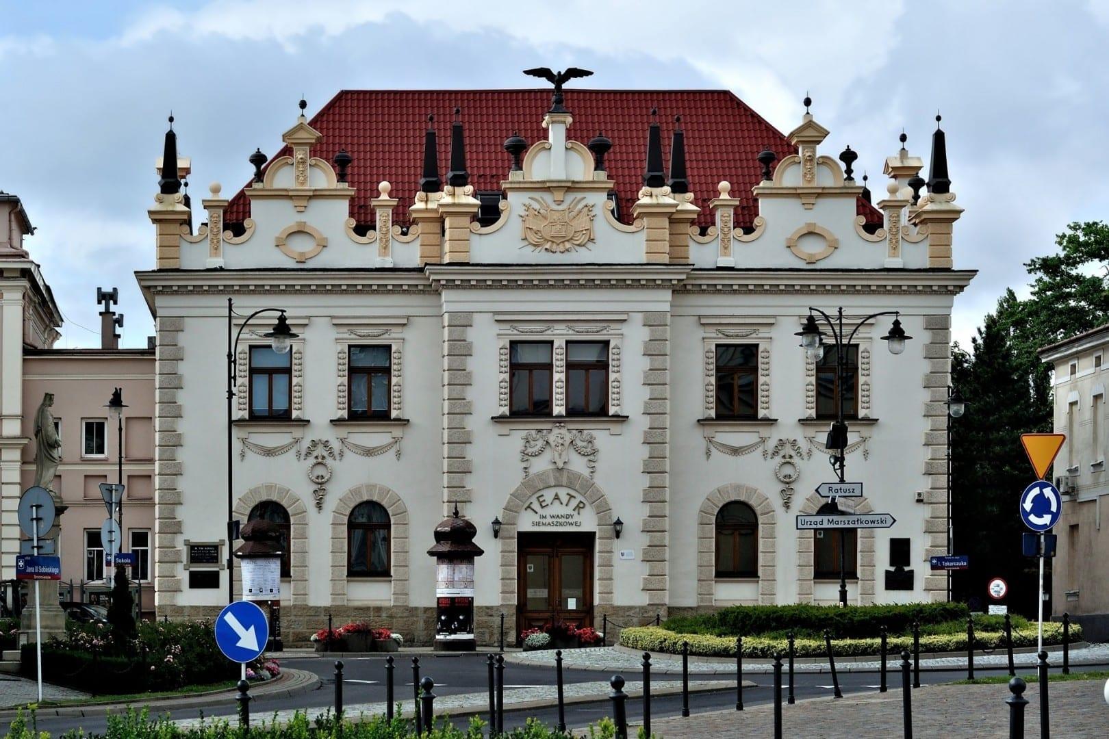 Teatro Wanda Siemaszkowa (también llamado el Edificio del Halcón) Rzeszów Polonia