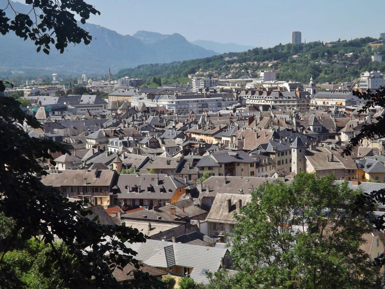 Tejados del centro histórico de Chambéry Chambery Francia