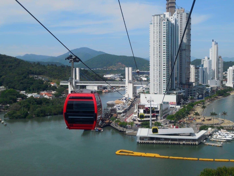 Teleférico del parque de Unipraias Balneario de Camboriu Brasil
