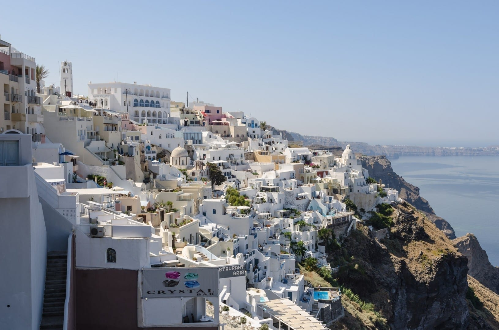 Thira está construida en el acantilado Fira Grecia