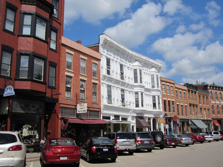 Tiendas y restaurantes en la calle principal. Galena IL Estados Unidos