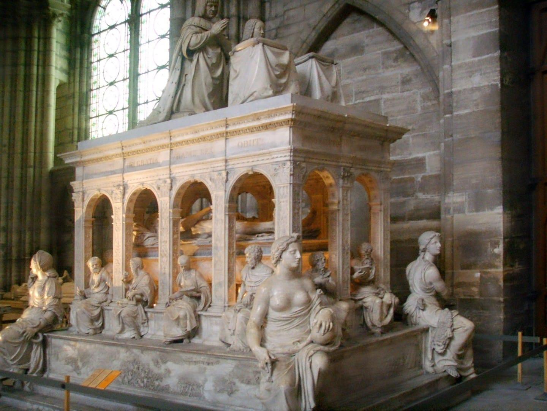 Tumba de Luis XII y Ana de Bretaña en la Basílica de Saint-Denis Saint-Denis Francia