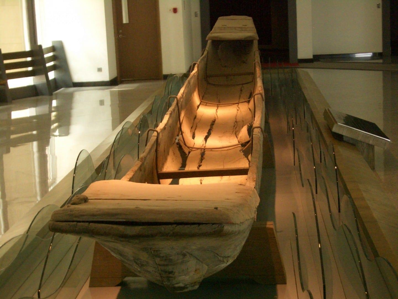 Un barco dragón de la Dinastía Tang expuesto en el Museo de Yangzhou Yangzhou China