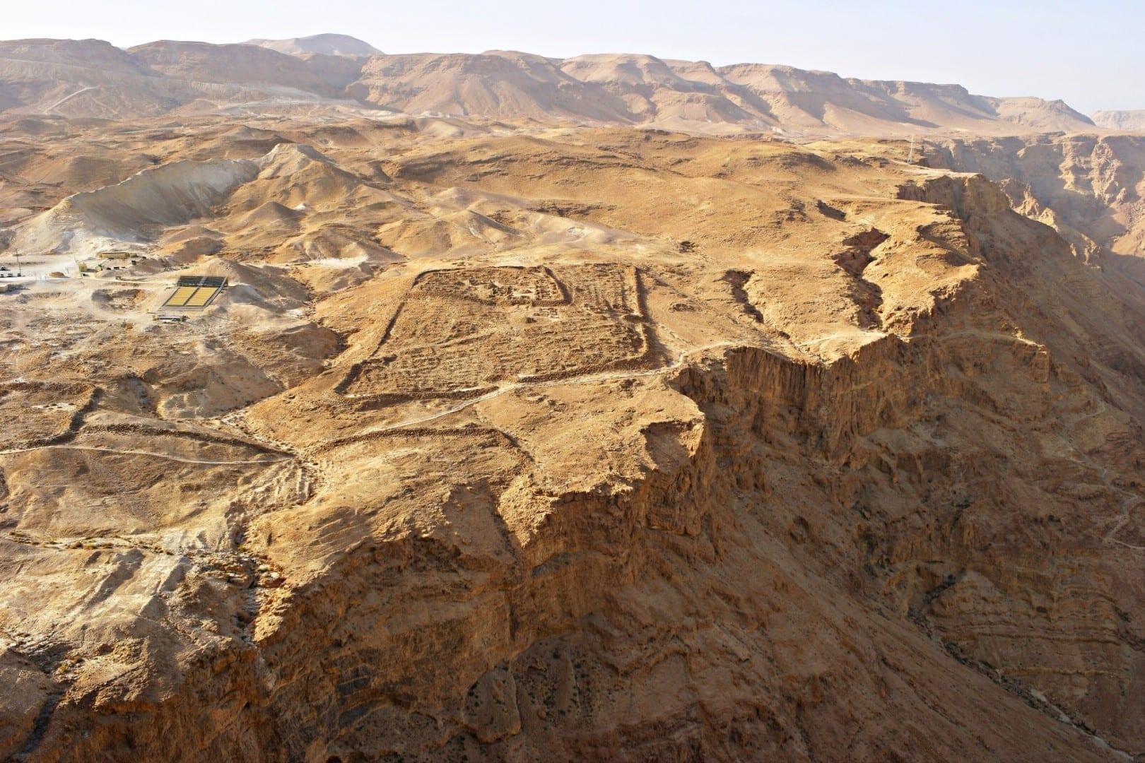 Un campamento de asedio romano fotografiado en la cima de Masada Masada Israel