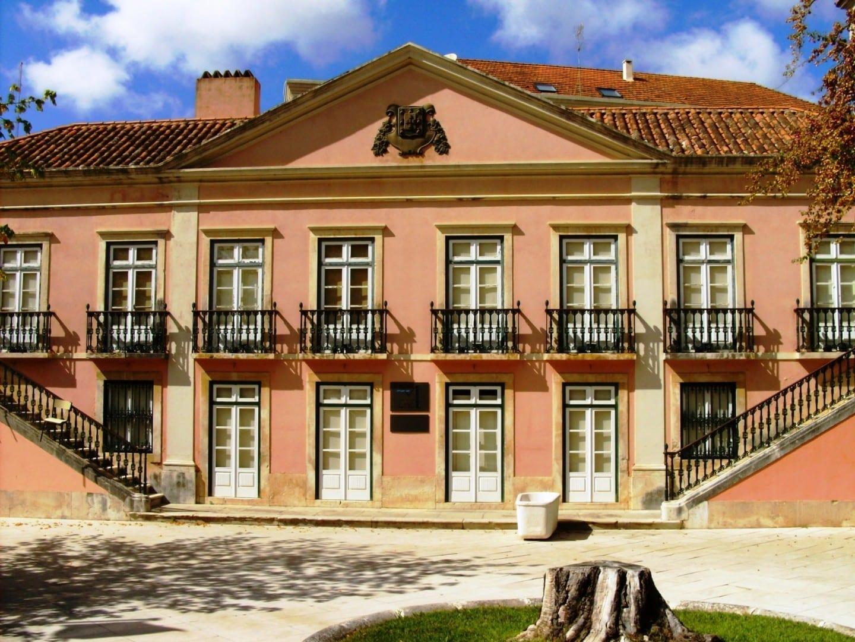 Un palacio real alberga ahora un museo dedicado al hospital termal y a la ciudad. Caldas da Rainha Portugal