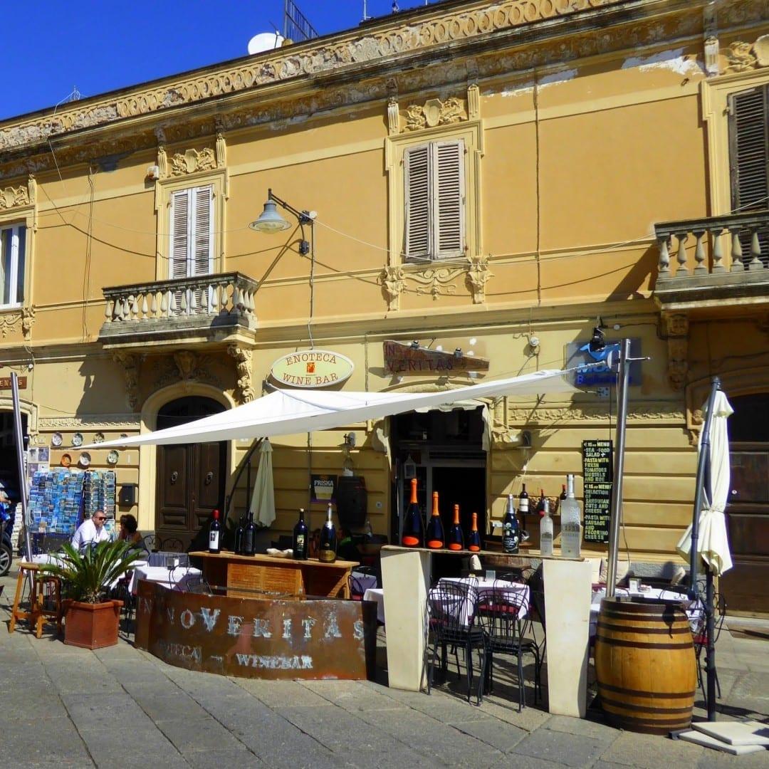 Una invitación a tomar una copa Olbia Italia